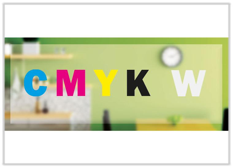 Folie wird mit Sonderfarbe Weiß und CMYK-Farben im Digitaldruck bedruckt